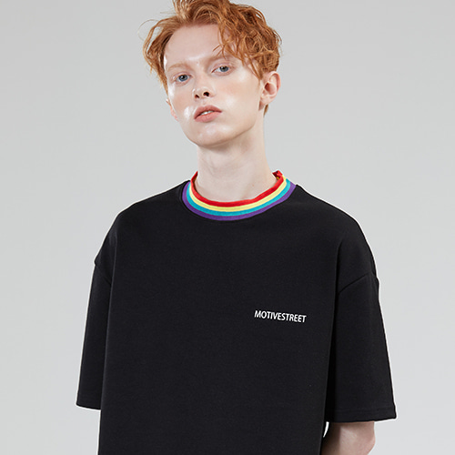 [MOTIVESTREET]RAINBOW NECK POINT TEE BLACK