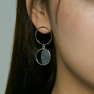 [HAWHA] Black half moon earring