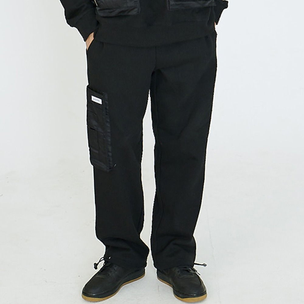 [아임낫어휴먼비잉] POCKET DETAIL SWEATPANTS - BLACK